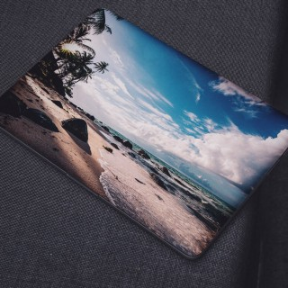 Kalm Strand met Wolken Laptop Sticker